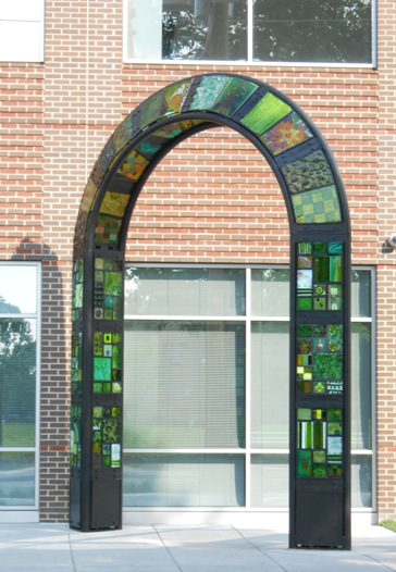 website.unity.dccah.arch.glass_sculpture.art.public